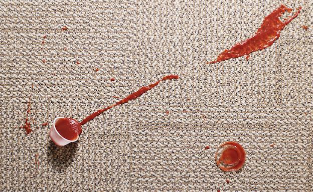 כתמים על השטיח (צילום: Thinkstock)