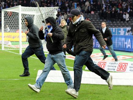 אלימות בכדורגל נוסח אירופה (צילום: AP)