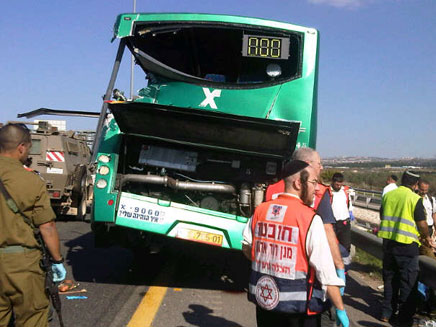 בגלל סקרנים: תאונת נוספת בכביש 6 (צילום: איחוד הצלה)