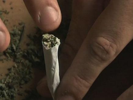 צפו: משלוח חוקי של סמים עד הבית (צילום: חדשות 2)