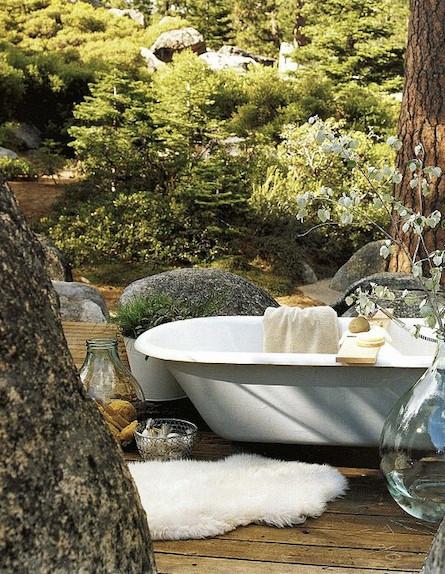 אמבטיה בחוץ (צילום: מתוך האתר ernashus.blogg.no)