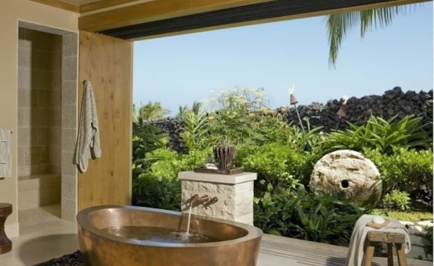 אמבטיה בחוץ (צילום: מתוך האתר saintd.com)