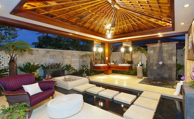 אמבטיה בחוץ (צילום: מתוך האתר www.hualalairealty.com)
