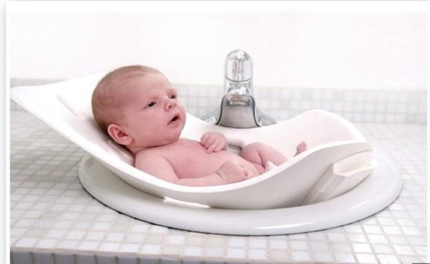 אמבטית תינוק לכיור (צילום: צילום מתוך lilsugar)