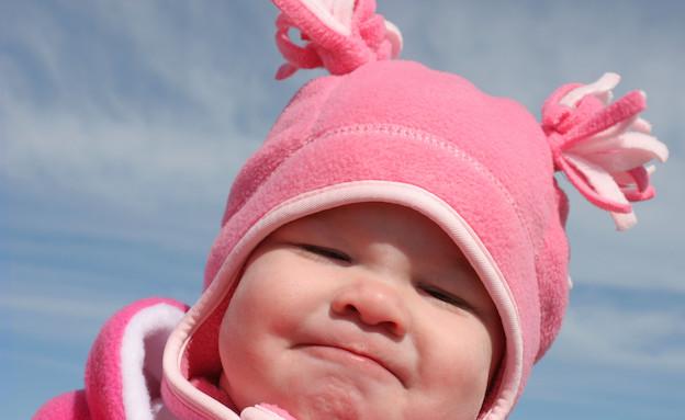 תינוקת עם כובע ורוד (צילום: אימג'בנק / Thinkstock)