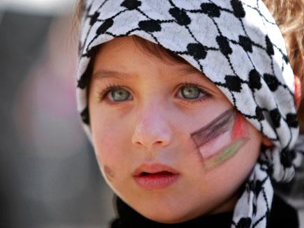 תושבי הרצועה עוברים עפייה דתית (צילום: AP)