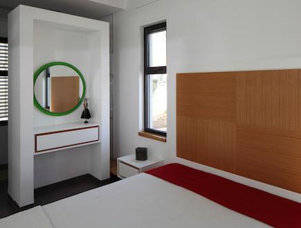 מראה בחדר שינה