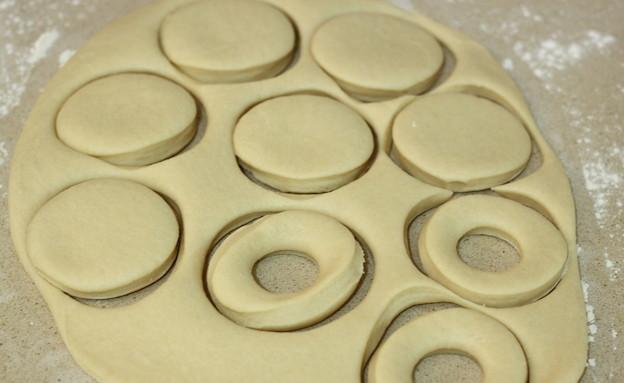דונאטס - קורצים מהבצק (צילום: חן שוקרון, אוכל טוב)