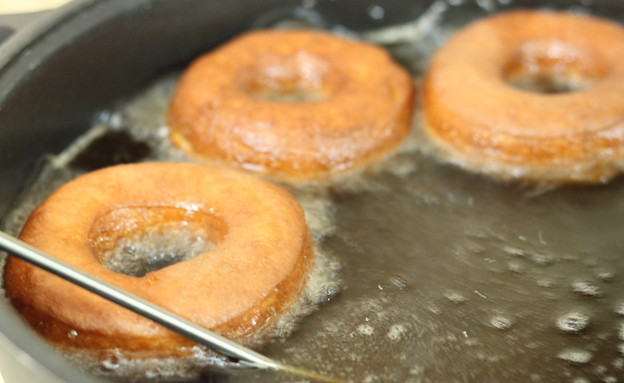 דונאטס - מטגנים בשמן (צילום: חן שוקרון, אוכל טוב)