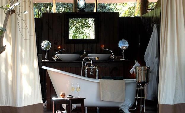 אמבטיה עם וילונות (צילום: מתוך האתר kiwicollection.com)