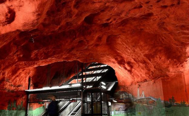 שמיים אדומים ברכבת התחתית בשטוקהולם (צילום: dailymail.co.uk)