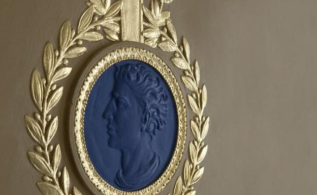 סמל בית המלוכה (צילום: hotelcaferoyal.com)