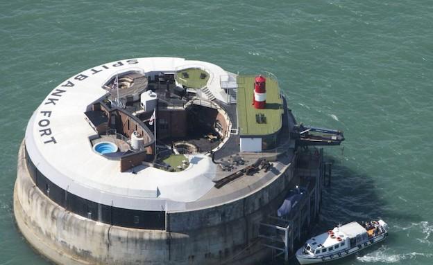 המצודה שהפכה למלון (צילום: dailymail.co.uk)