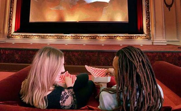 מיטות זוגיות בבית הקולנוע (צילום: Alex Lentati)