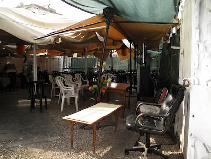 החצר של מסעדת סברין