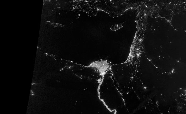 מרהיב: כך נראה כדור הארץ בחשכה (צילום: רויטרס)