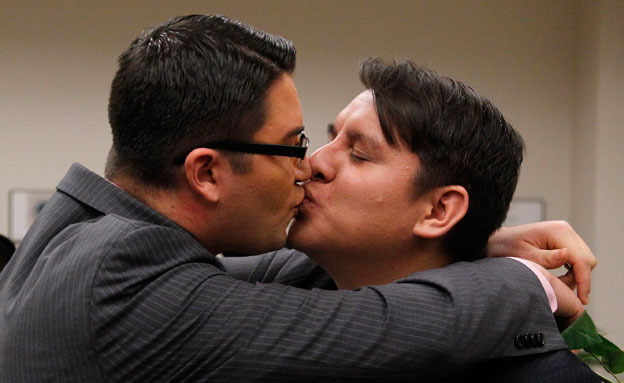 הערכה: בריטניה תכיר בנישואים חד מיניים. אילוסטרציה (צילום: AP)