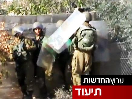 פלסטינים כפר קדום זרקים אבנים על חיילים (צילום: חדשות 2)