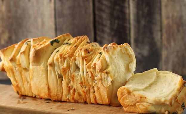 לחם גבינות ושום נתלש - תלוש (צילום: חן שוקרון, אוכל טוב)
