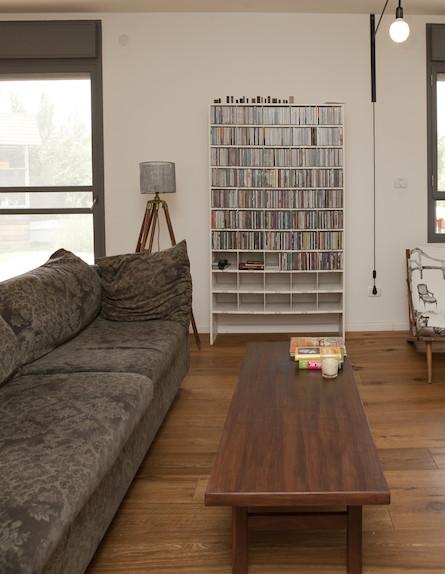 ספרייה בסלון (צילום: צילום: הגר דופלט)