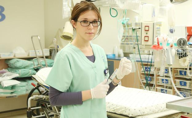 נינה בבית חולים (תמונת AVI: עודד קרני)