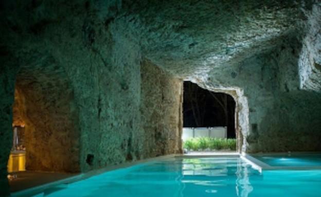 בריכה בתוך מערה באיטליה (צילום: welcomebeyond.com)