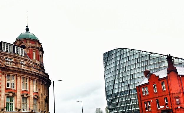 עתיק מול מודרני במנצ'סטר (צילום: ניר סלונים)