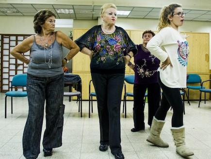 חזרות ריקוד (צילום: תבור נקש)