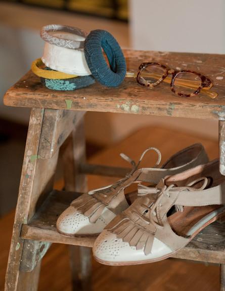 גרביים על הצמיד 9 (צילום: דנה ישראלי)