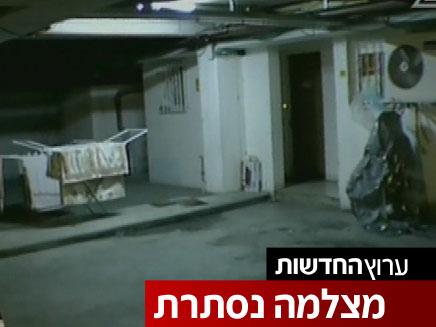 בלי אוויר ואור: דירות באלפי שקלים בחניונים בי-ם (צילום: חדשות 2)