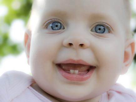 מפואר בקיעת שיניים אצל תינוקות: מדריך LR-54