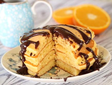פנקייק תפוזים ושוקולד (צילום: חן שוקרון, אוכל טוב)