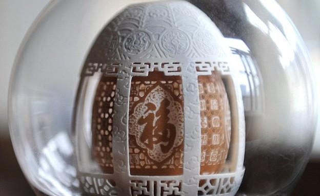 פיסול בביצים (צילום: dailymail.co.uk)