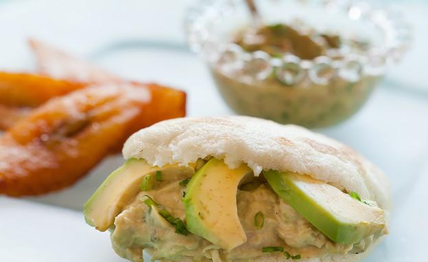 ארפה במילוי סלט עוף ואבוקדו (צילום: בני גם זו לטובה, אוכל טוב)
