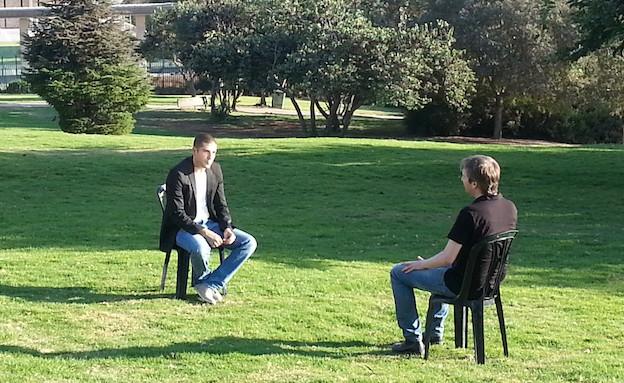 ניר שחק מראיין את חיים אלדר (צילום: אמיר תיבון, עובדה)