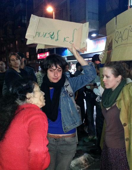 מפגיני שמאל מפגינים נגד המחאה (צילום: עזרי עמרם)
