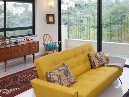 שרון אלה, ספה צהובה (צילום: שי אפשטיין)