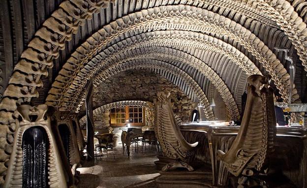ברים מוזרים (צילום: מתוך האתר www.hrgiger)