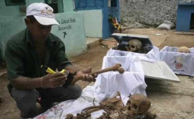 טקס ניקוי עצמות בני המאיה