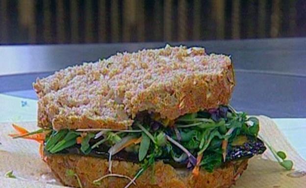 סנדוויץ' חציל וירקות (תמונת AVI: mako)