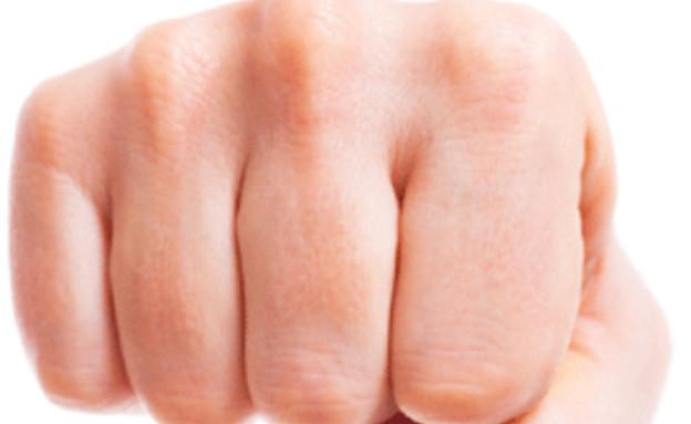 ידיים שהפכו לאגרוף