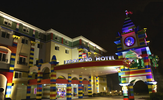 המלון מבחוץ בלילה, מלון הלגו (צילום: mako)