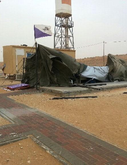 """""""מחזיקים את האוהל במקום לישון"""" (צילום: חדשות 2)"""