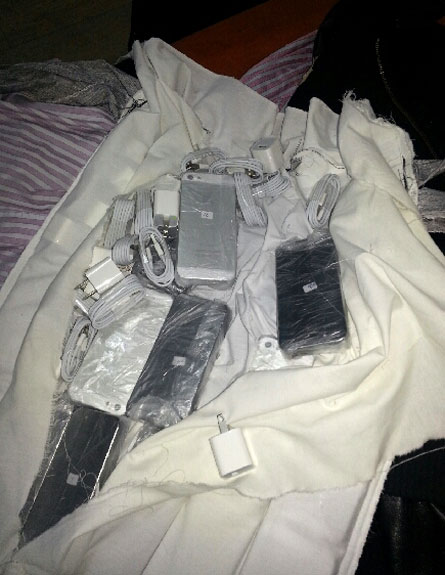 """המכשירים שנתפסו (צילום: מכס נתב""""ג)"""