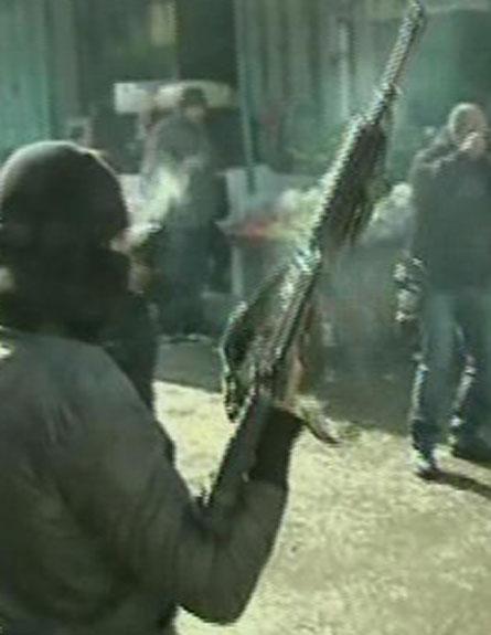צפו: חמושים ברחובות מחנה הפליטים (צילום: חדשות 2)