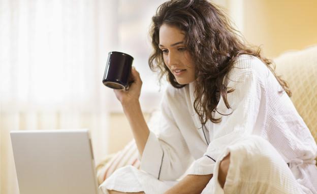 אישה מול מחשב (צילום: Jupiterimages, Thinkstock)