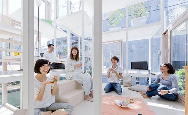 הבניין השקוף, מפגש חברים (צילום: Sou Fujimoto)