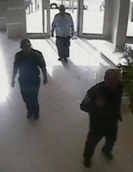 הפורצים נקלטו בשעת מעשה - המשטרה פספסה מעצר (צילום: חדשות 2)