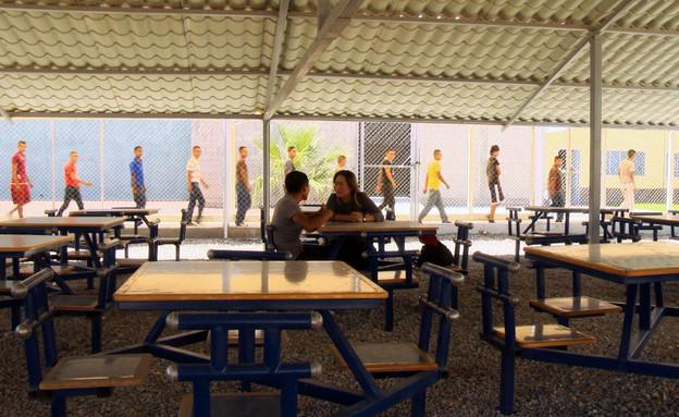 אילנה דיין בראיון במתקן כליאה לקטיני, חווארז, מקסי (צילום: גלעד טוקטלי)