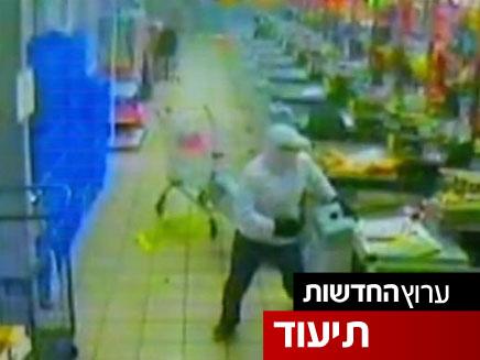 צפו: שוד אלים במרכול בקריית גת (צילום: חדשות 2)